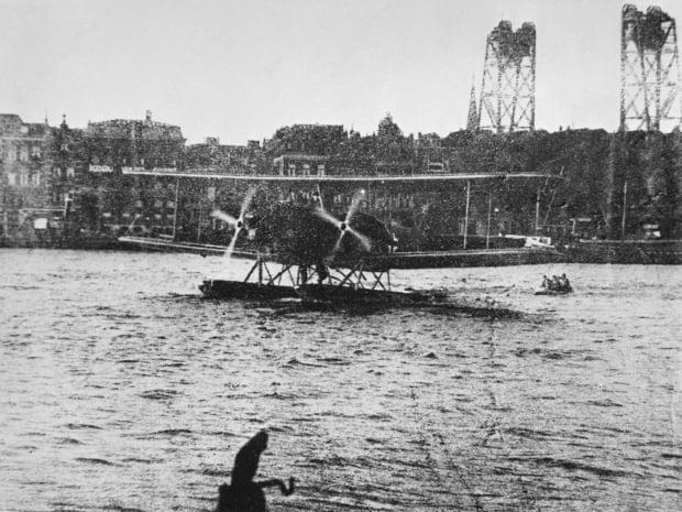 Duits watervliegtuig op de Nieuwe Maas
